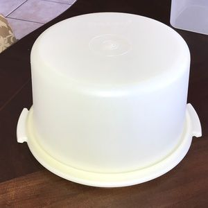 Large vintage Tupperware cake taker carrier